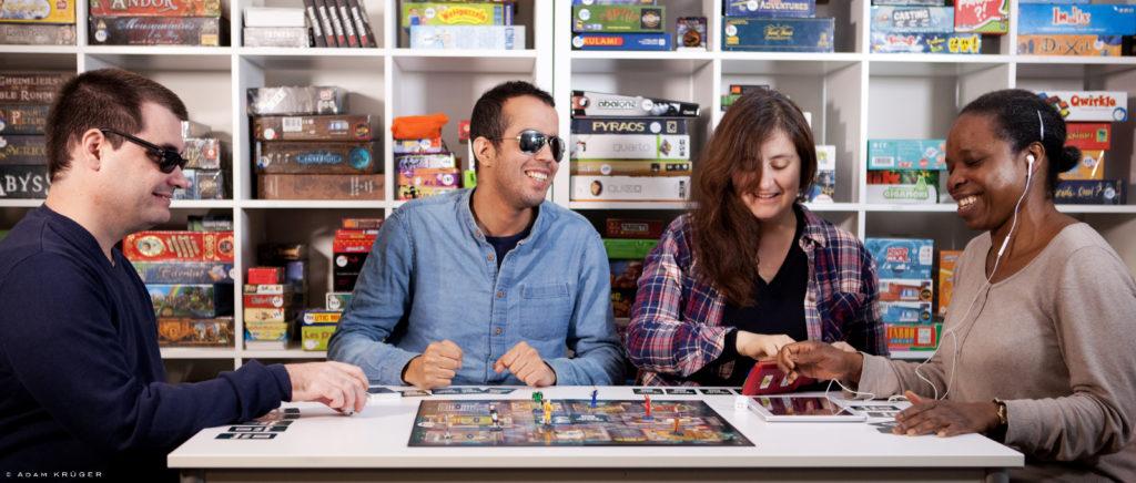 Accessijeux   Jeux de société accessibles aux déficients visuels